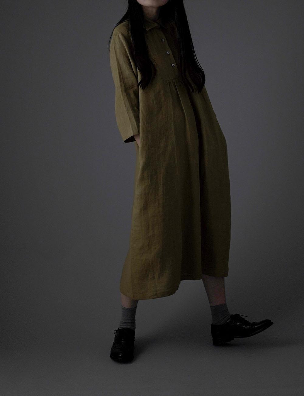 【wafu】 雅亜麻 リネン ワンピース カッタウェイ シャツ 襟 フロント ギャザー ドレス 薄地/黄橡色(きつるばみ) a031a-kib1