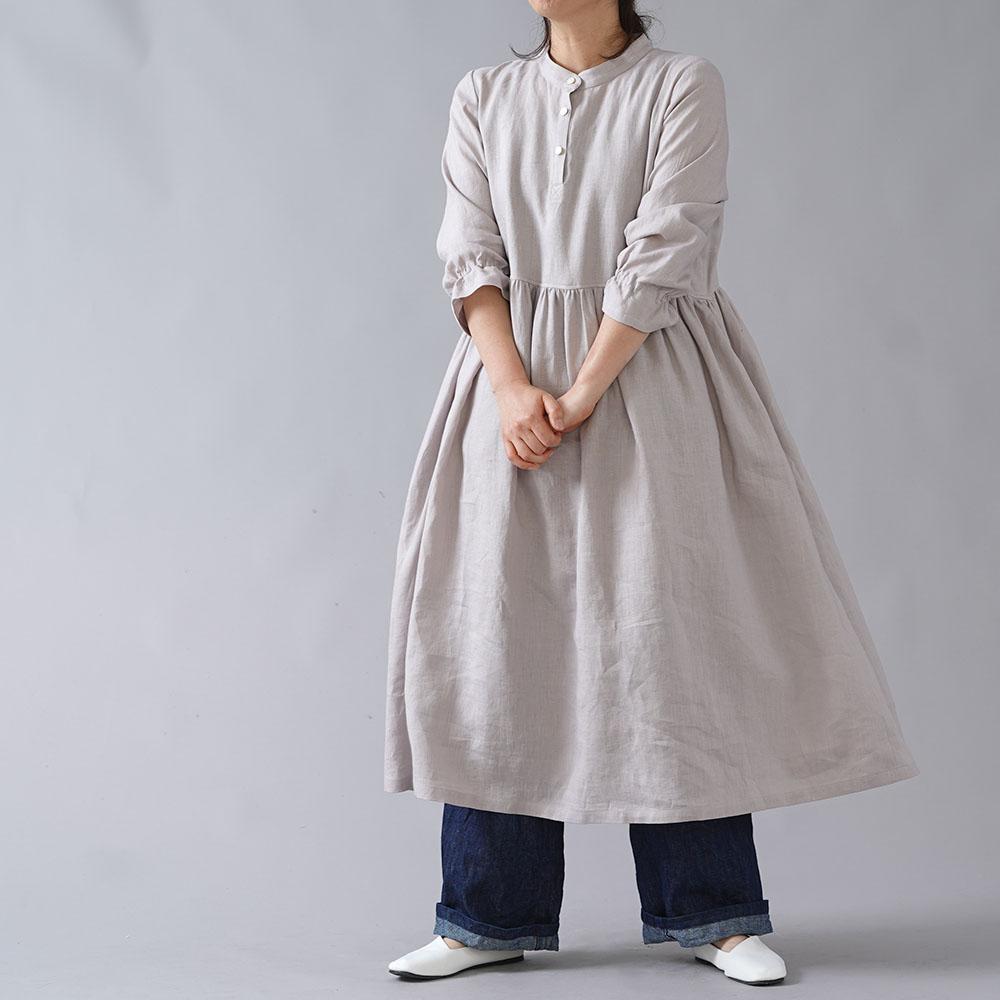 【wafu】依田がほしい スタンドカラー ギャザー ワンピース やや薄 40番手/灰桜(はいざくら) a072a-hzk2