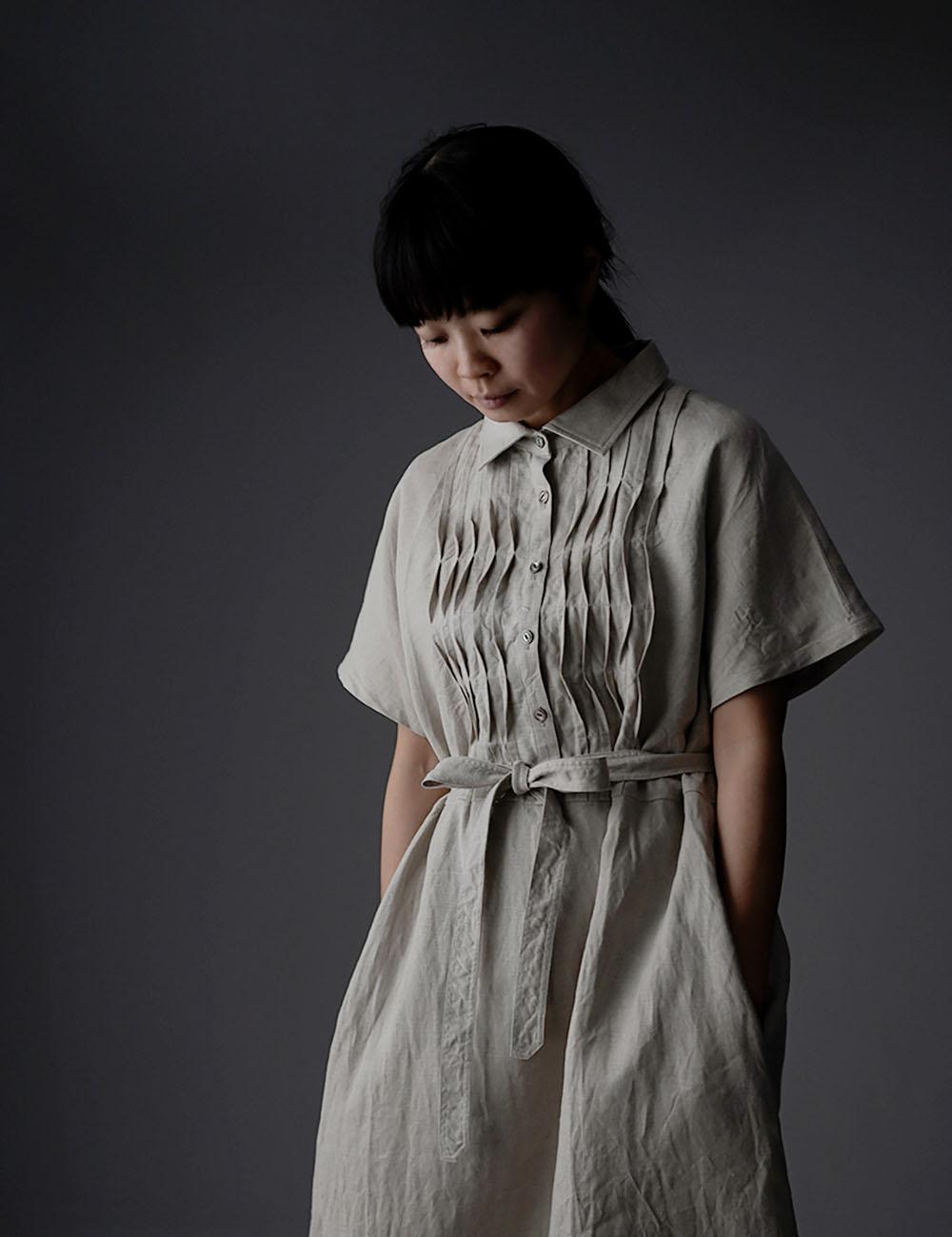 【wafu】Waving pintuck shirt-dress リネン ワンピース 波ピンタック ハンドワッシャー 中厚 / 亜麻ナチュラル a081a-amn2