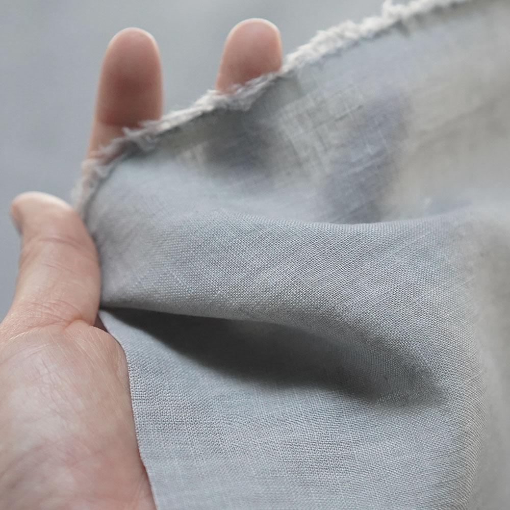 【wafu 生地販売】ふわっと清々しい肌触り リネン100% 雅亜麻 60番手 薄手 110cm幅/銀鼠(ぎんねず)