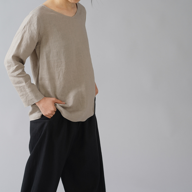 【wafu】雅亜麻リネン インナー ブラウス 浅いVネック 黄金比率のネック角度/榛色(はしばみいろ)p013a-hbm1