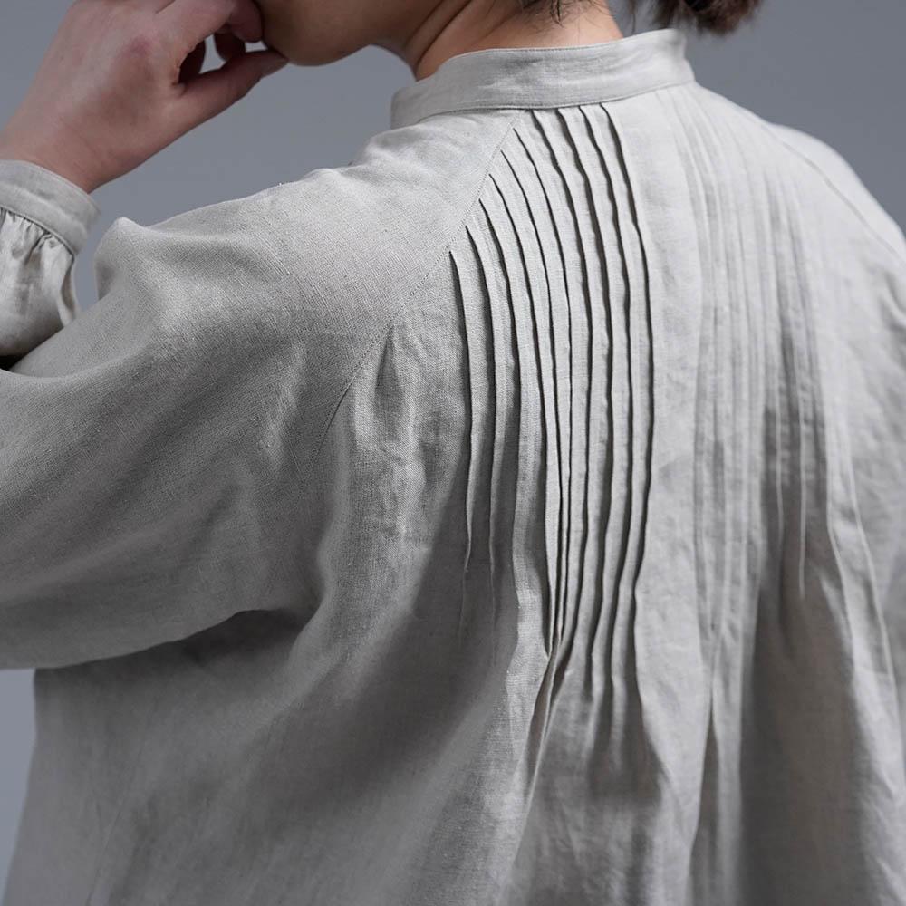 【wafu】やや薄手 リネン  ピンタック ブラウス スタンドカラー ラグランスリーブ  シャツ/亜麻ナチュラル t006b-amn1
