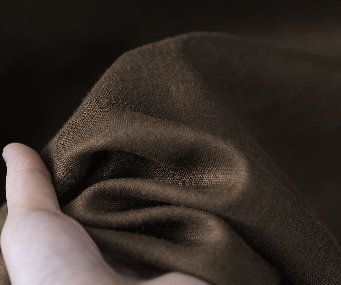 【wafu】中厚地 リネン 肩ボタン ブラウス シャツ スタンドカラー カフス袖 シェルボタン 長袖 ふんわり袖 タック袖 トップス/アドーブブラウン【M-L】t019b-abn2