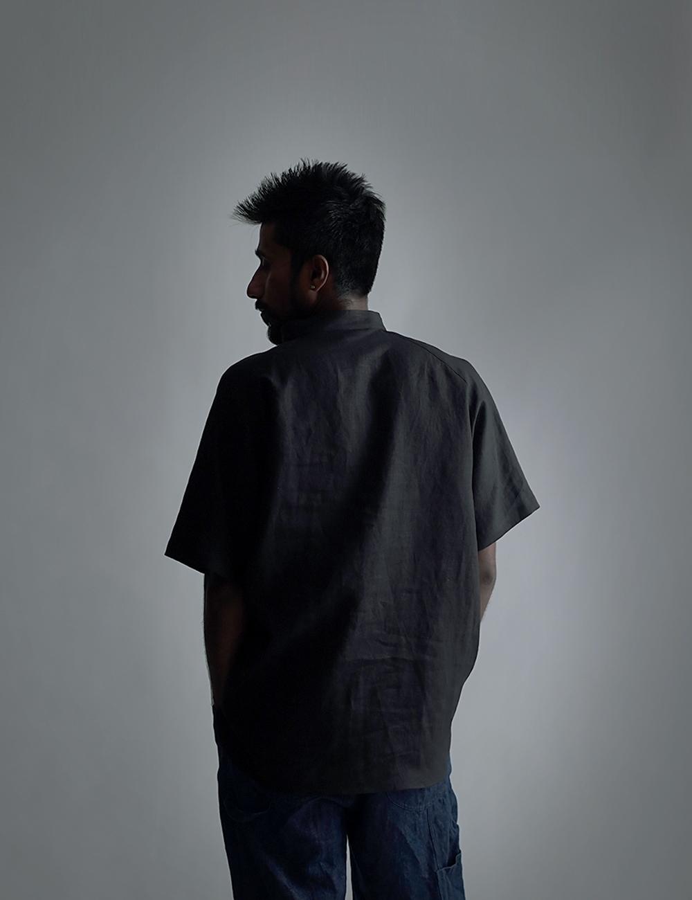 【wafu】【半袖】自分用に3枚いきます。リネンスタンドカラーシャツトップス 男女兼用 やや薄地/黒色 t038k-bck1