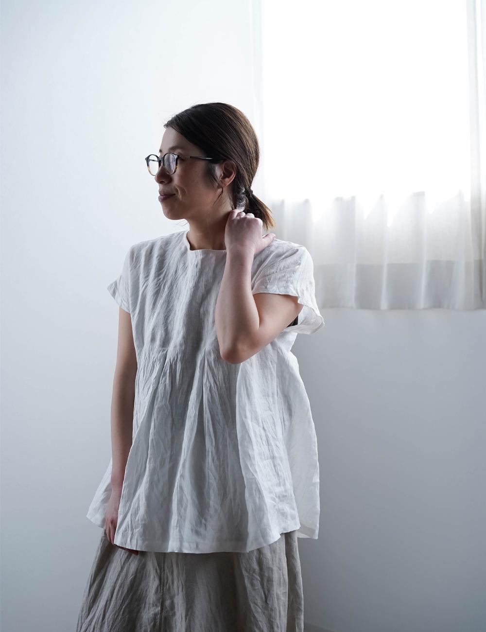 【wafu】雅亜麻 Double-pleated blouse 2重ヒダのリネンブラウス 薄地 / 白 t039a-wht1