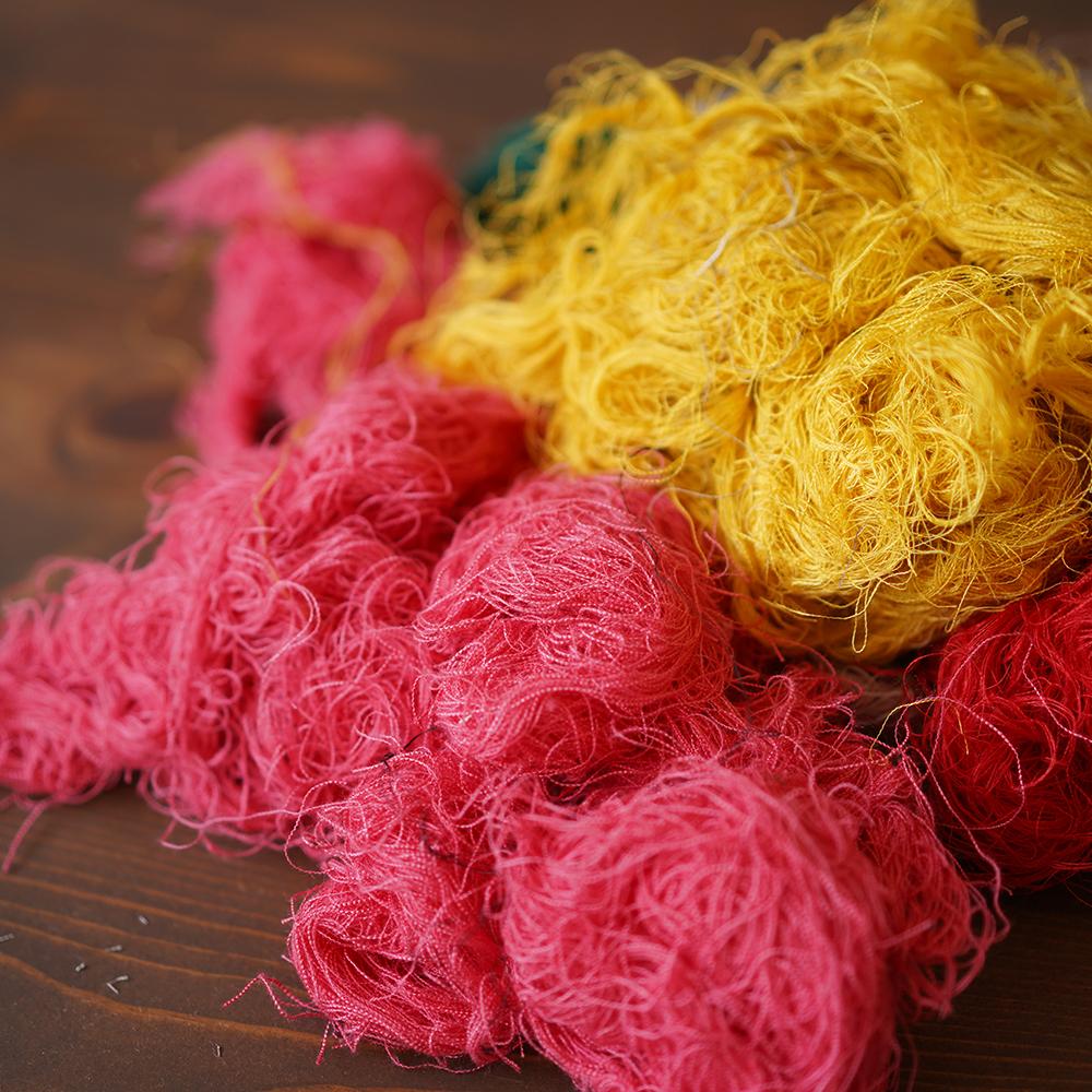 【限定販売】リネン糸 リネン手ほぐし糸 横糸 アート 裂き織りにも 地の目を合わせた時にでるリネン糸 / z000k