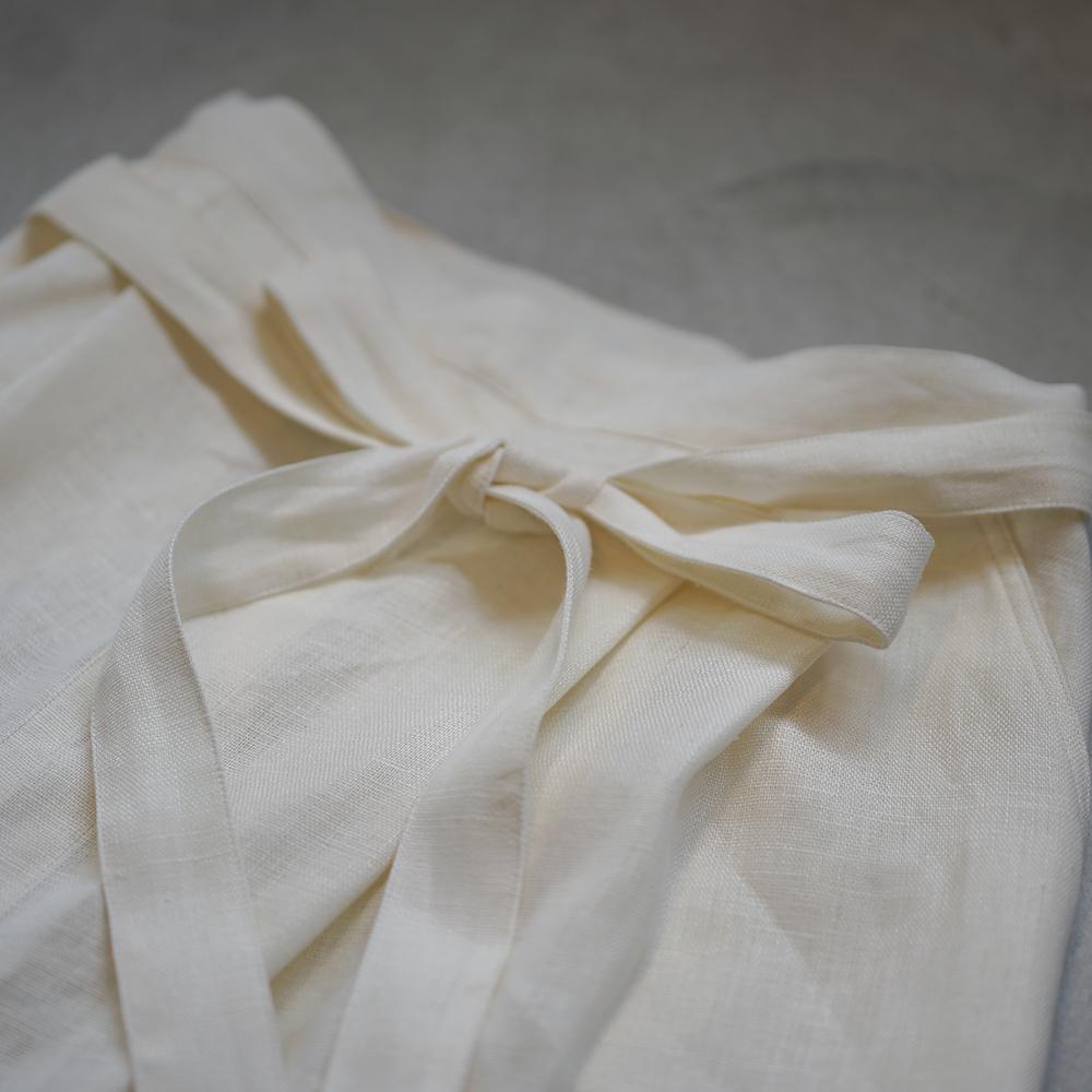 【wafu】汚れがつきにくい 丈夫なリネン帆布のタック入 サロンエプロン/オフホワイト z001p-owh2